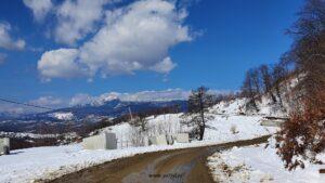 Drumeție prin zăpada din Masivul Cozia